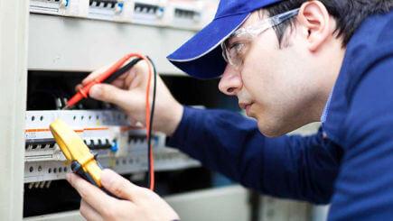 Eletricista na Vila América em Santo André, SP.